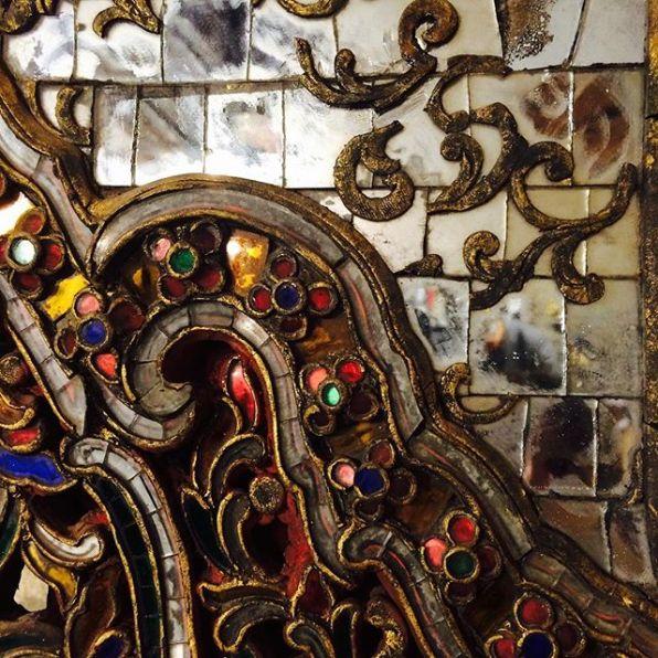 IT - Particolare di un antico fregio birmano proveniente da un monastero buddista. Etnia Shan (Lago Inle), fine XVIII secolo EN - Detail of an antique frieze from a Buddhist monastery of Burma. Shan State (Inle Lake), end of 18th century FR - Détail d'une frise d'un monastère bouddhiste. Ethnie Shan (Lac Inle), fin du 18ème siècle Photo © Mg/Antichità al Ghetto SAS