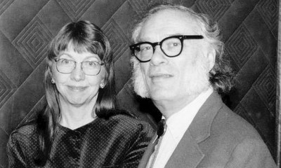 A gauche, Janet Opal Jeppson (Janet Asimov), à droite, Isaac Asimov.