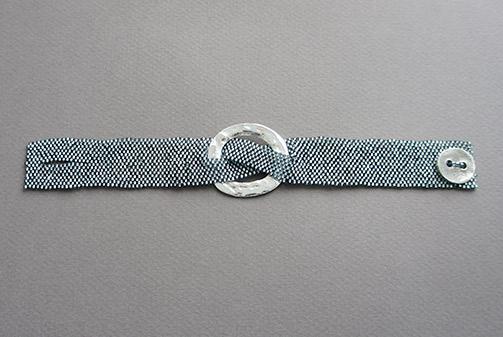 Crossed-bracelet