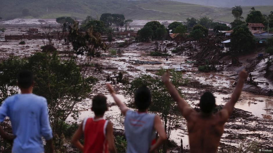 residents-reacting-to-landslide-caused-by-failure-or-germano-mine-tailings-dams