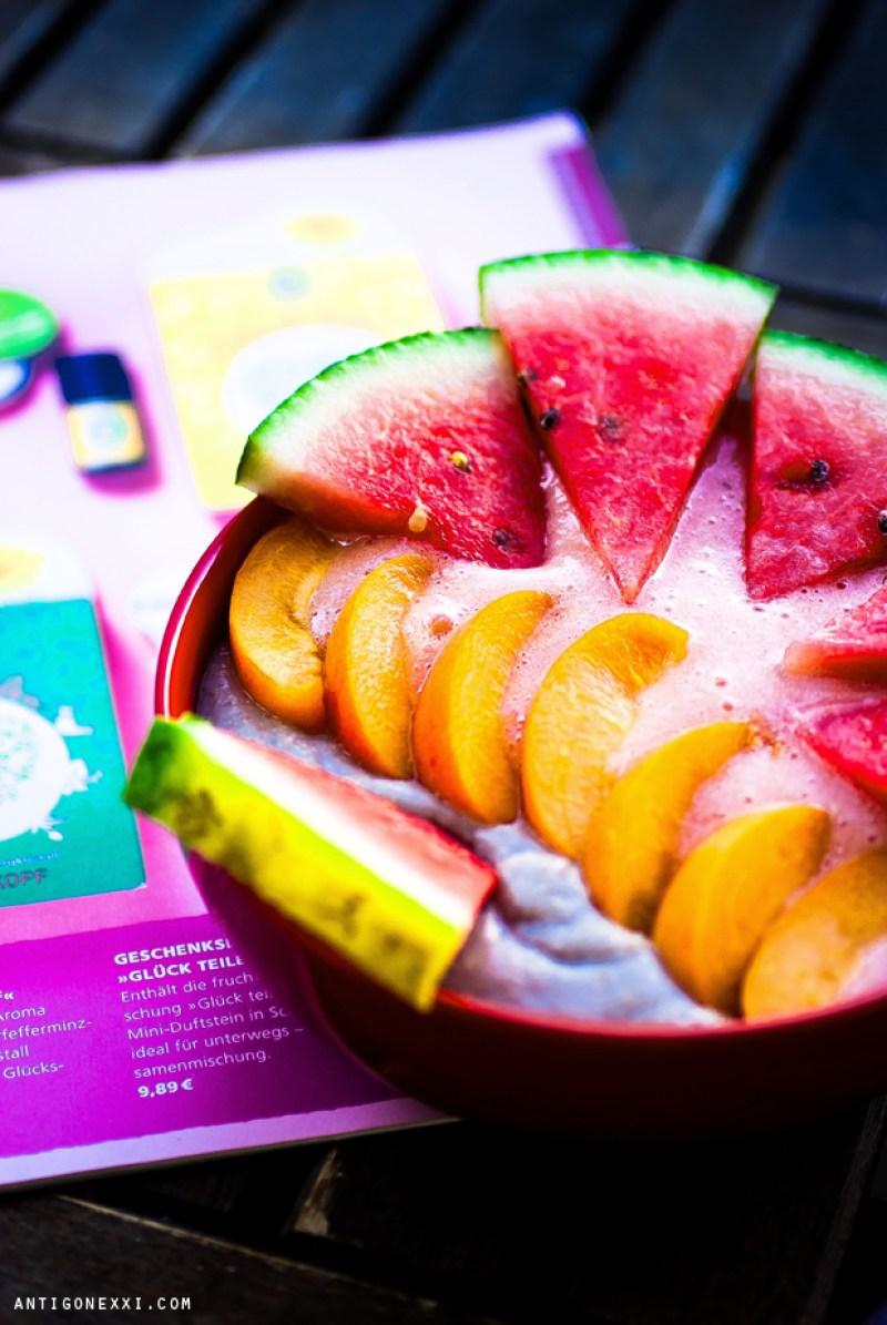 Sea, sex & sun... and vegan fruit porridges - Antigone XXI