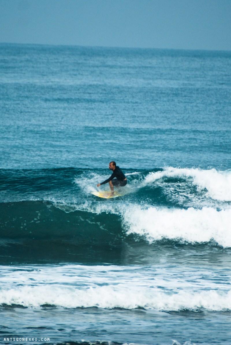 Sea, surf & sun... and vegan fruit porridges - Antigone XXI