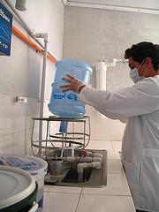 Washing 5-gallon water jars