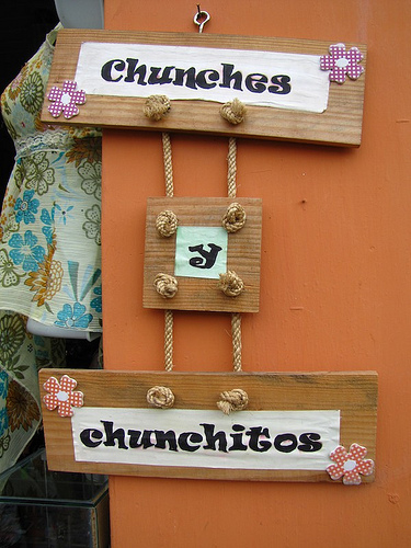 Chunches y Chunchitos Sign
