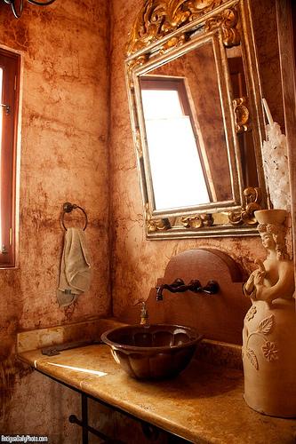 Casa Antigüeña: Bathroom Details by Rudy Girón
