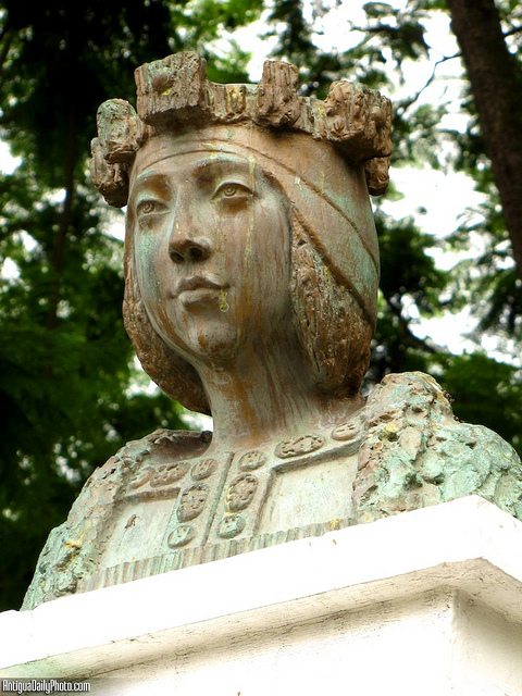 Isabel La Catolica Monument by Rudy Girón