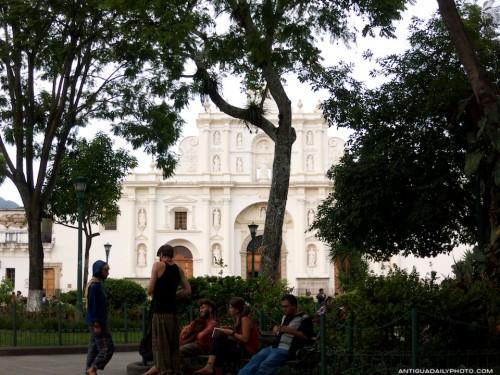 Antigua Hangouts: Parque Central by Rudy Giron