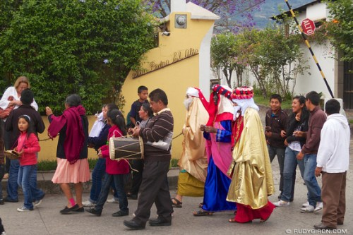 Rudy Giron: AntiguaDailyPhoto.com &emdash; The procession of the Three Wise Kings from San Pedro Las Huertas, Antigua Guatemala