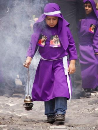 Lent Vistas: The incense burner © Rudy Giron