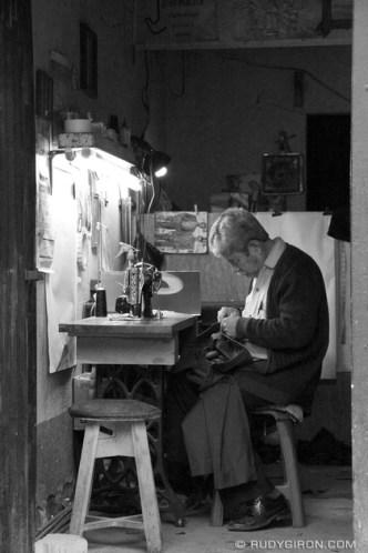 Typical Guatemalan Tailor Shop © Rudy Giron