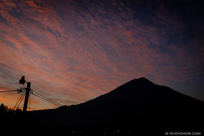 Rudy Giron: Antigua Guatemala &emdash; Celaje al amanecer en La Antigua Guatemala