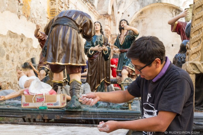 Rudy Giron: Antigua Guatemala &emdash; Putting the final touches to the Good Friday floats of Escuela de Cristo