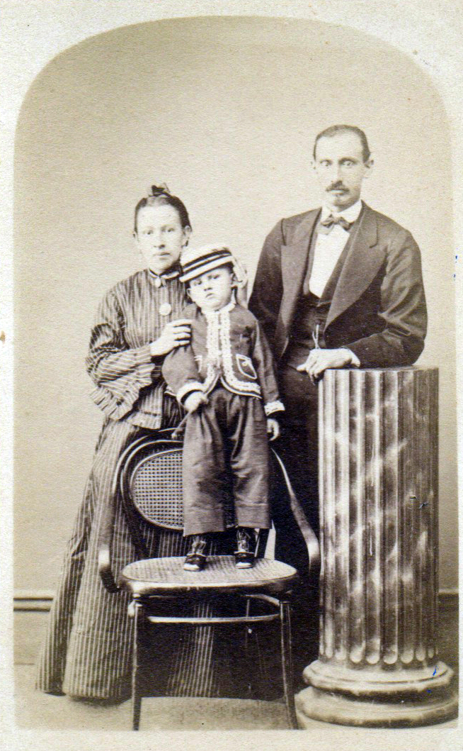 1880s Antique Family Portrait by Herbruger hijo from Fotografía Central