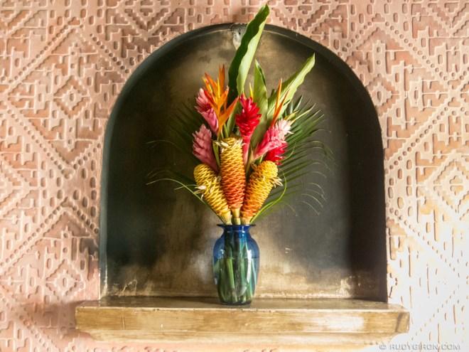 Rudy Giron: Antigua Guatemala &emdash; Exotic Flowers and Niches in Antigua Guatemala