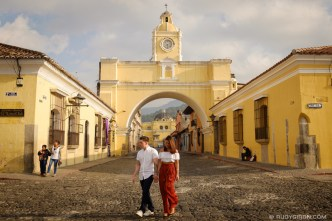 Antigua Street Shoots - Engagement Session at Calle del Arco by Rudy Giron