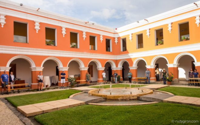 Unconventional and Interesting Group Portraits in Antigua Guatemala by Rudy Giron