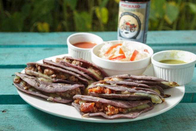 Foodie Fridays — Tortillas con chorizo y longaniza y queso Chancol
