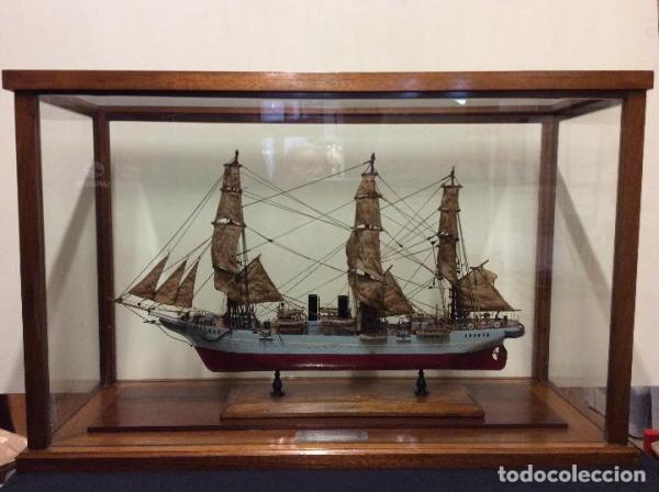 Maqueta Barco Buque-Escuela Argentino en Vitrina.