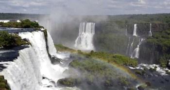 Καταρράκτες Ιγκουασού. Βρίσκονται στα σύνορα Βραζιλίας και Αργεντινής. Στην περιοχή σχηματίζονται συνολικά 275 καταρράκτες. Το συνολικό μήκος τους είναι 2,7 χιλιόμετρα.