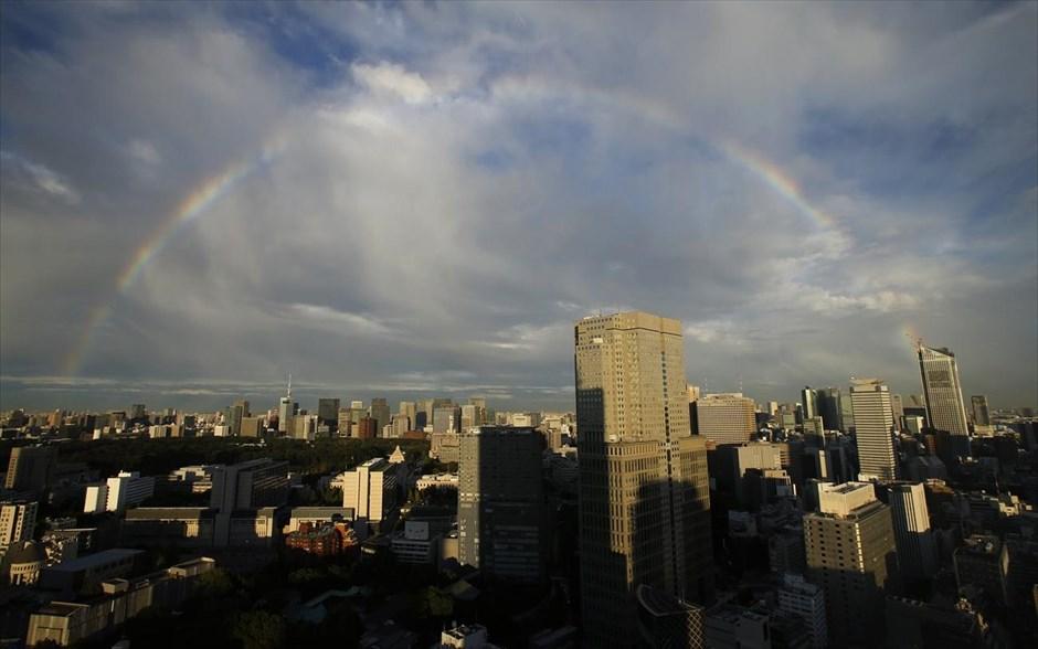 Ουράνιο τόξο διακρίνεται στον ουρανό του Τόκιο, στην Ιαπωνία.