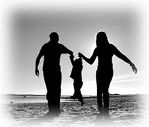 Γονείς διασκεδάζουν με το παιδί τους