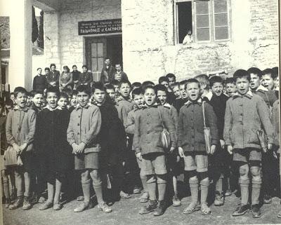 Παιδόπολις - Αγ. Ελευθερίου - 1953...τα παιδιά ντυμένα πιο προσεγμένα...άλλωστε κυριαρχούσε η προπαγάνδα της βασίλισσας Φρειδερίκης περί προσεγμένων παιδιών και σχολείων...