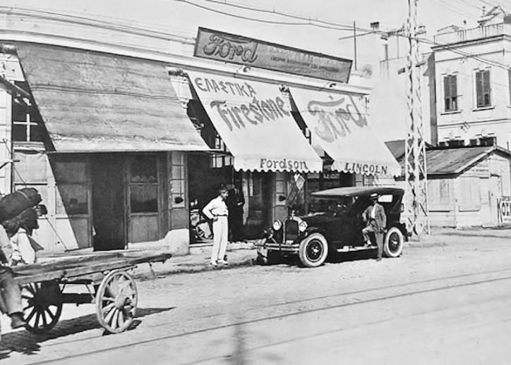 Λεωφόρος Δημοκρατίας (σημερινή Βασ. Όλγας) το 1928. Αντιπροσωπεία αυτοκινήτων Ford.