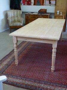 Großer antiker Tisch
