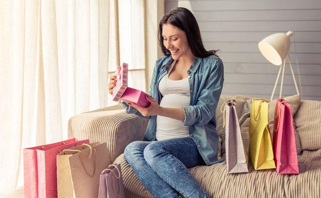 حان الوقت لتطالبي زوجك بهدية تقدير لجهودك اثناء الولادة!