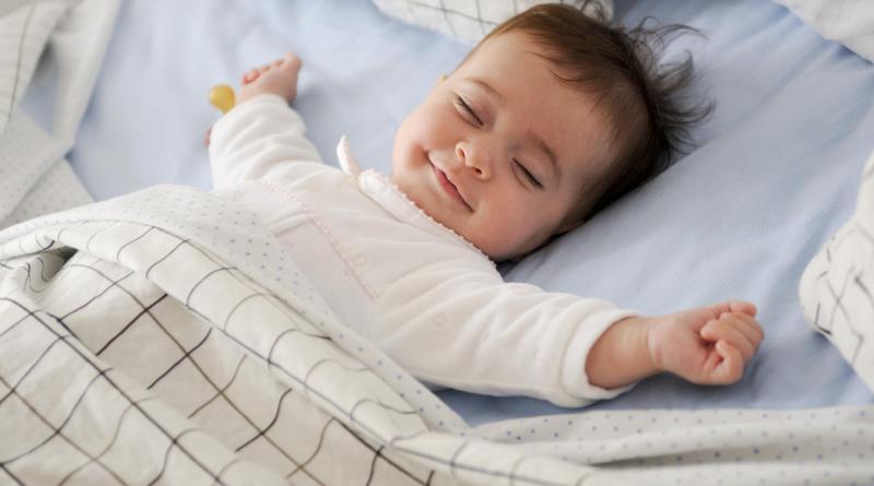 4 طرق لمساعدة طفلك على الحصول على قسط كاف من النوم
