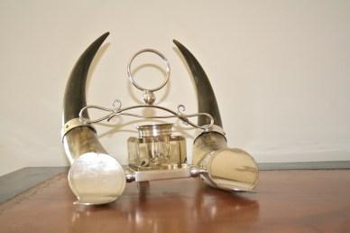 Encrier en métal argenté et cornes, Fin 19ème, Anglais