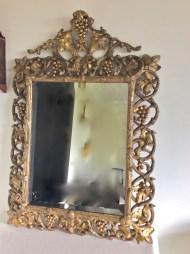 Grand miroir en bois sculpté doré, Travail Italien, Fin 19ème