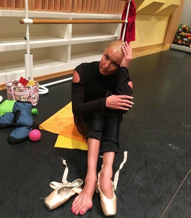 Обратная сторона балета: Волочкова показала свои ноги, и эти фото поражают!
