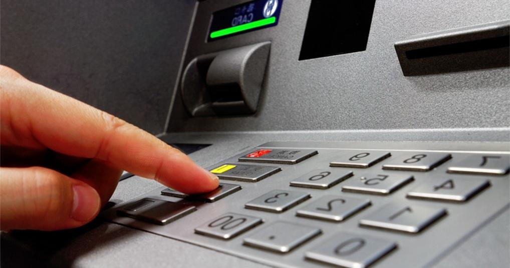 Полезные советы, как оперативно вернуть карту, которая застряла в банкомате
