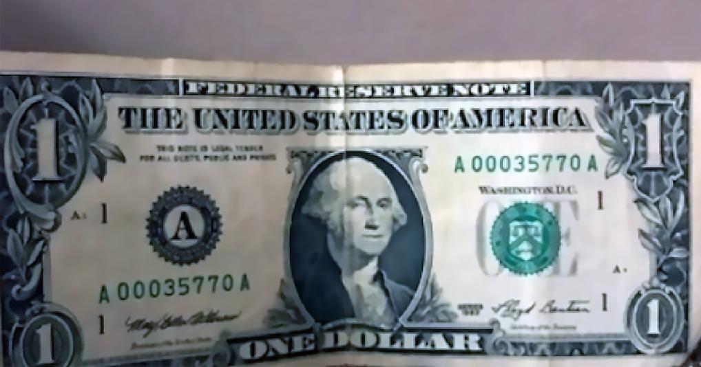 Россиянин пытается продать $1 за миллион рублей