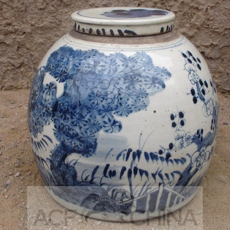 Medium sized ginger jar with blue and white underglaze