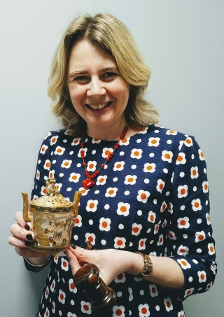 Auctioneer Catherine Southon and the antique Japanese censer