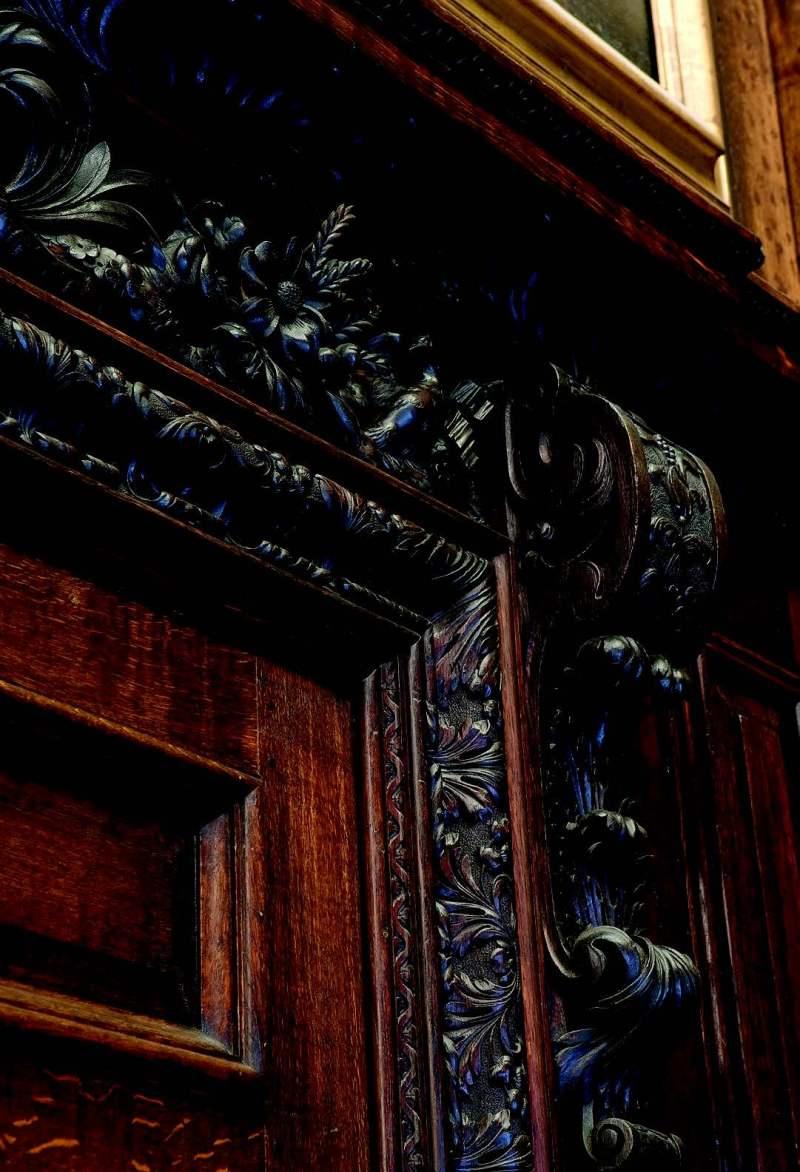Gibbons' carvingsin the Cartoon Gallery,Hampton Court Palace,© Historic RoyalPalaces