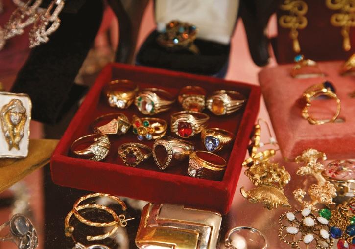 Vintage jewellery in the Grand Bazaar in New York