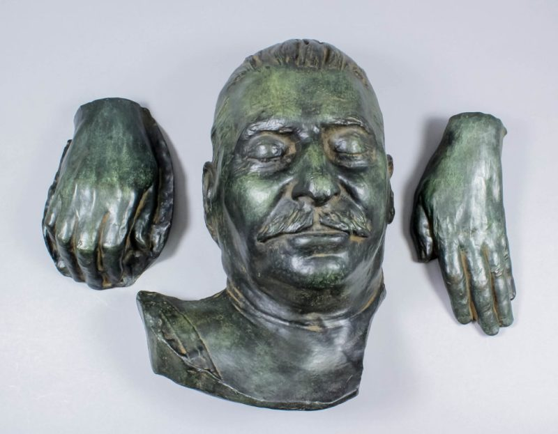 The Stalin death mask and hands in bronze