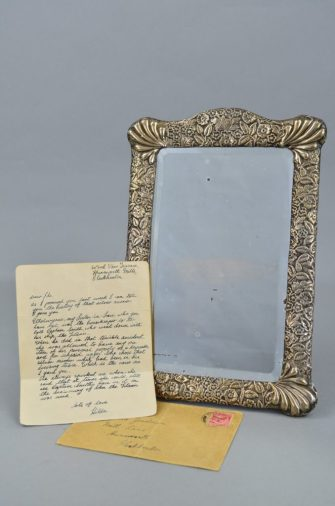 The letter and mirror of Titanic captain