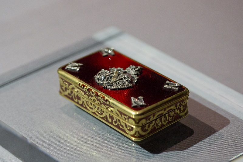 Snuff Box, Enamel and silver-gilt with diamonds, Gabriel Lemonnier © The Bowes Museum