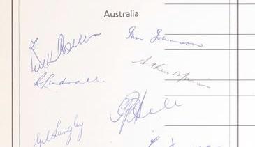 Will cricket autographs bowl over bidders