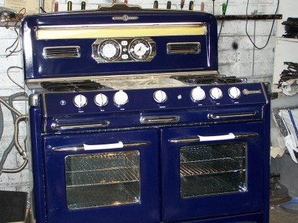 1953 2 ovens 2 broilers griddle in the middle windows with lights fluorescent Lamp with diffuser aux plug's 38.5 W x 28 D Nice Lines!
