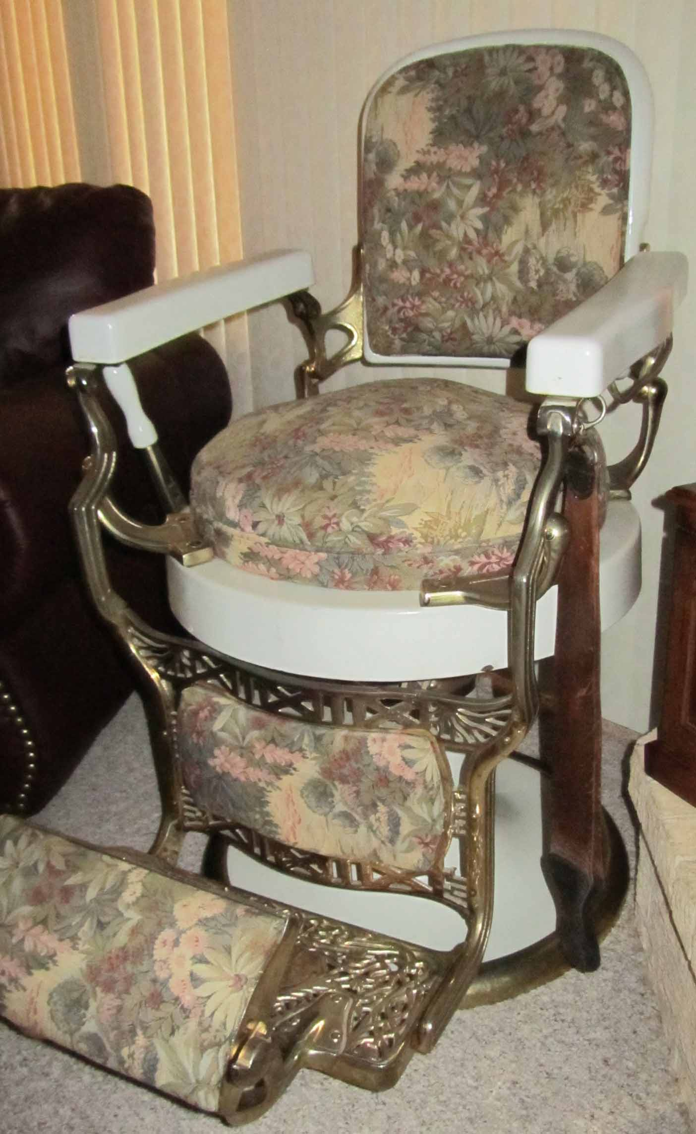 Old School Barber Chair Antique Barber Chairs Marketplace Buy And Sell Antique