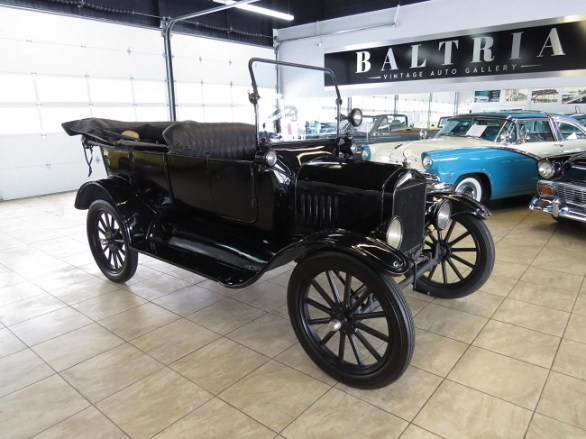 Steel Spoke Wheels and Tires of Ford Antique Cars :RemovingTires,Wheels Mounting,Tires Inflated to 35 Pounds,Care of Tires When Car Is Stored.
