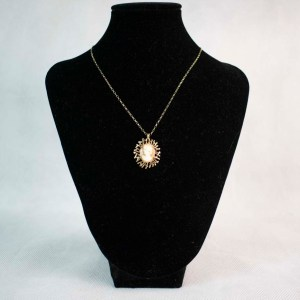 Gold Cameo Pendant Necklace