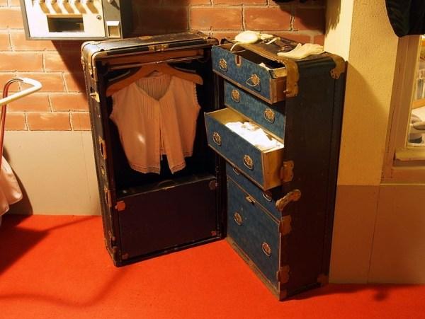 Travel Secrets, Longchamp, Le Pliage, Best bag for flea marketing, Antiques Diva