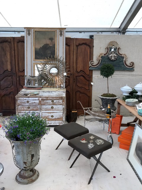 Doni Belau booth - Antiques Diva Round Top tours
