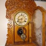 ANTIQUE WATERBURY MANTLE OAK GINGERBREAD CLOCK